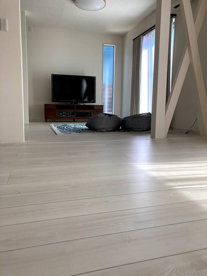 リビングの床は基本物は置かない